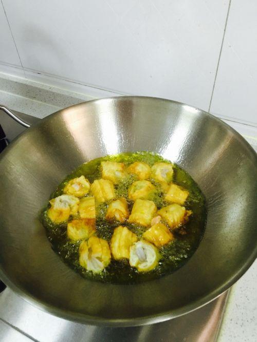 油条虾炒丝瓜的做法图解3