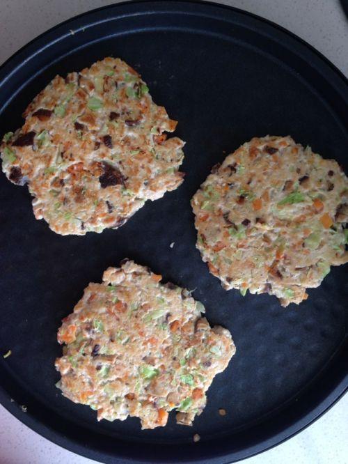 减脂食谱:油煎杂蔬鸡胸肉饼的做法图解4