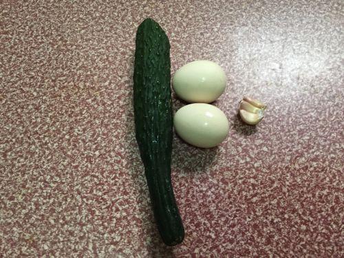 鸡蛋炒黄瓜的做法图解1