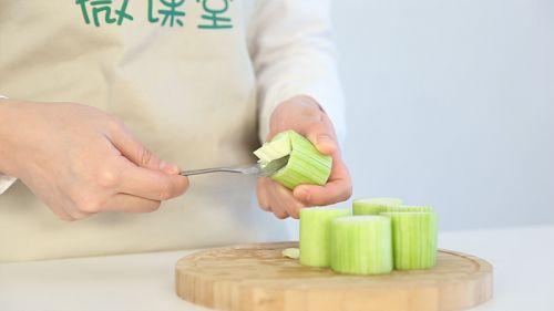 清爽鲜虾丝瓜盅的做法图解3