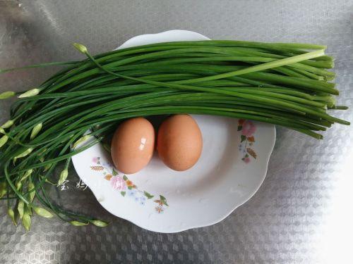 韭菜梗炒鸡蛋的做法图解1