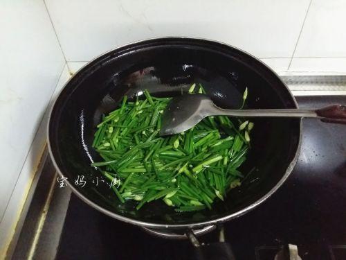 韭菜梗炒鸡蛋的做法图解5