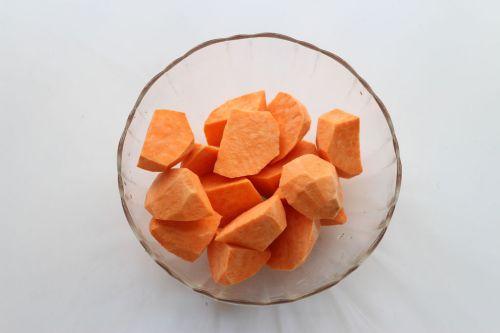 润秋燥:番薯糖水的做法图解1