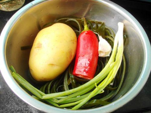 海带拌土豆丝的做法图解1