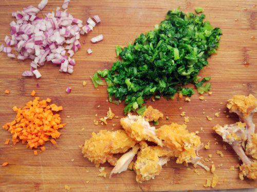 炸鸡蔬菜蛋炒饭的做法图解1