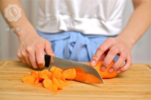 胡萝卜,土豆切滚刀块,葱姜切末