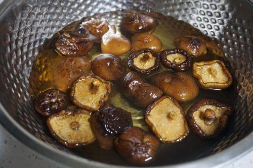 香菇酿肉丸的做法图解1
