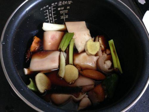 电饭煲红烧猪蹄的做法图解3