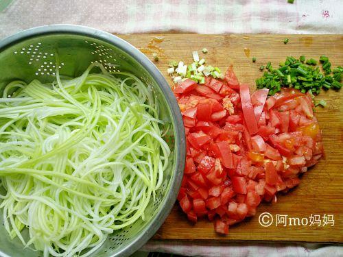 番茄炒葫芦丝的做法图解2