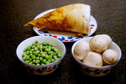 豌豆蘑菇炒春笋的做法图解1