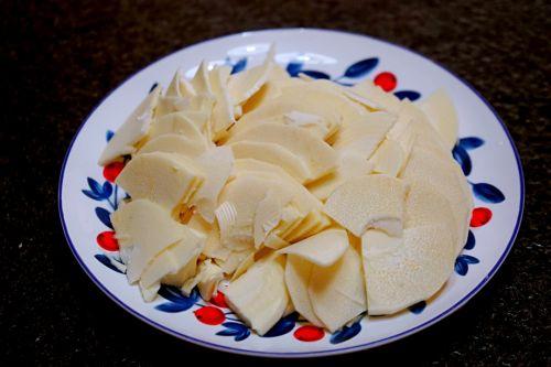 豌豆蘑菇炒春笋的做法图解3