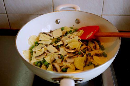 豌豆蘑菇炒春笋的做法图解14