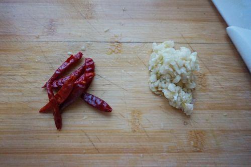 脆果仁拌菠菜的做法图解3