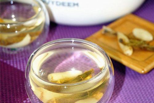 养阴和胃,清热润肺:麦冬石斛茶