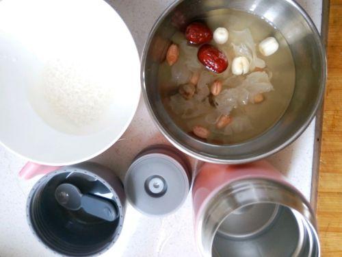 银耳红枣粥的做法图解1