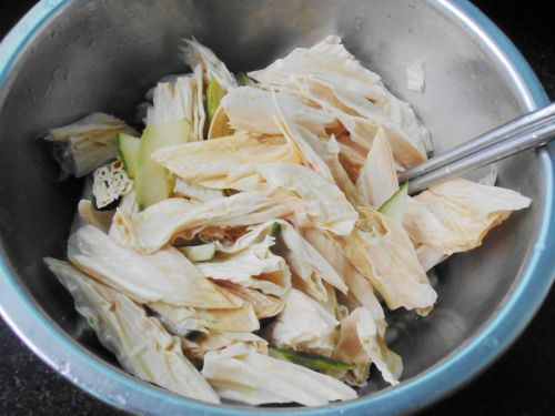 黄瓜拌腐竹的做法图解6
