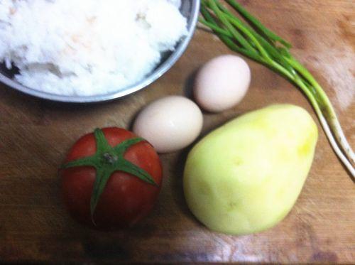 土豆番茄蛋炒饭的做法图解1