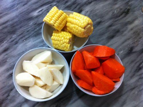健脾和胃祛湿猪骨汤的做法图解2
