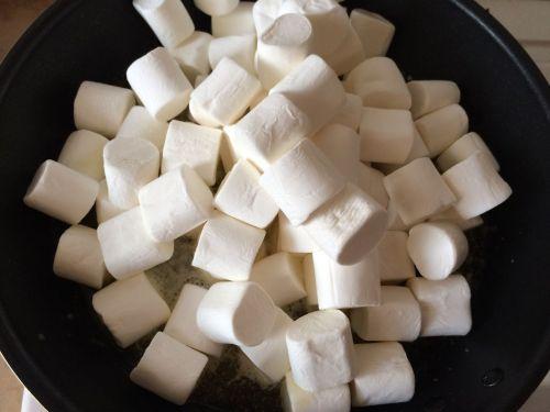 蔓越莓花生牛轧糖的做法图解3