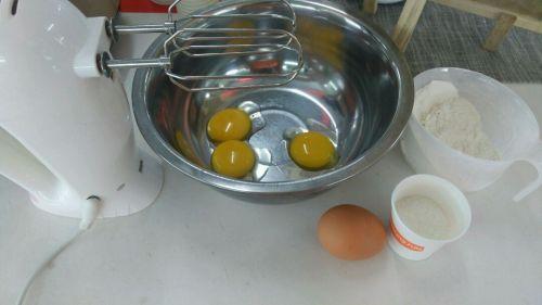 蛋黄饼干的做法图解1