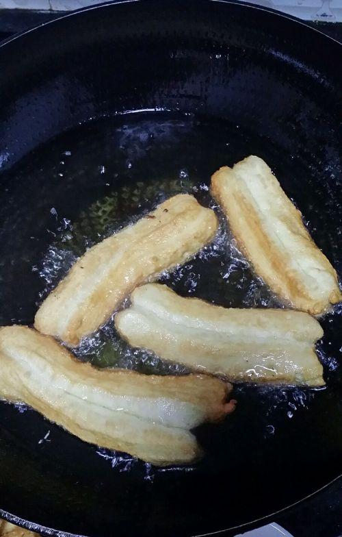 美味健康油条的做法图解7
