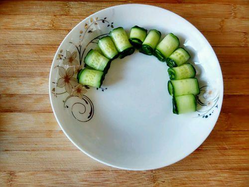 酱牛肉黄瓜卷的做法图解4