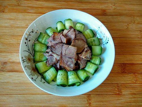 酱牛肉黄瓜卷的做法图解6