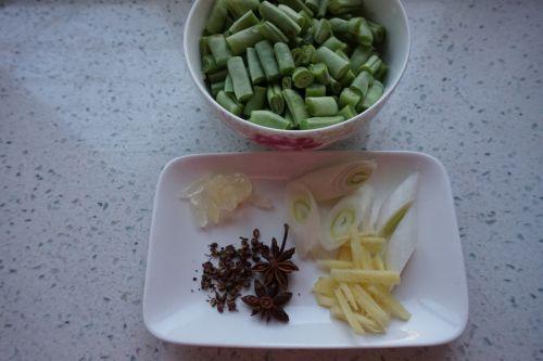 豆角排骨饭的做法图解3