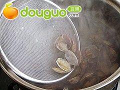 蛤蜊海鲜汤的做法图解5