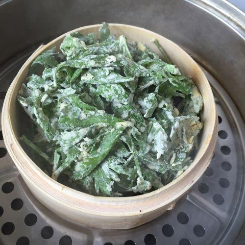 粉蒸芹菜叶的做法图解4