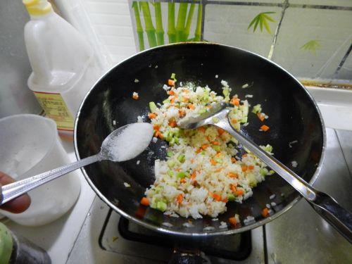蔬菜炒饭的做法图解9