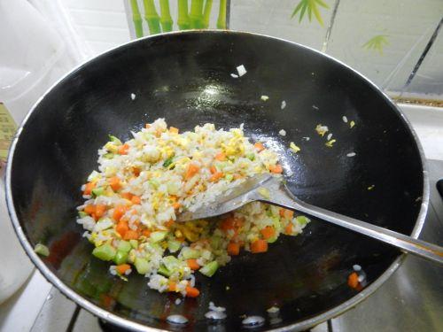 蔬菜炒饭的做法图解11