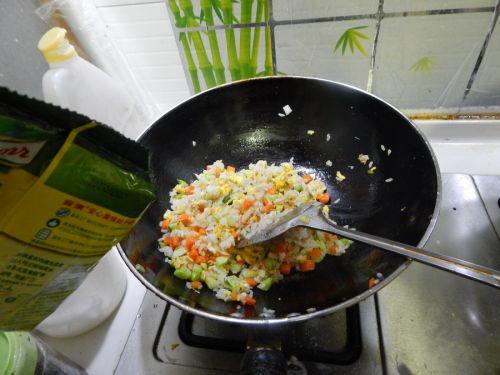 蔬菜炒饭的做法图解12