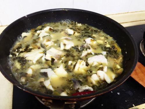 堪比川菜馆的美味酸菜鱼的做法图解4