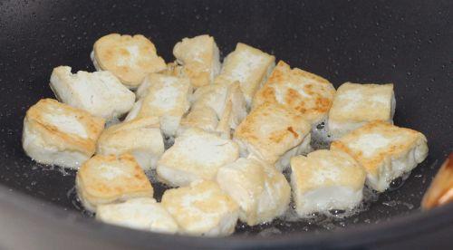 双菇豆腐汤的做法图解3