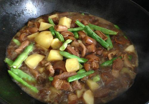 土豆豆角炖五花肉 2 的做法