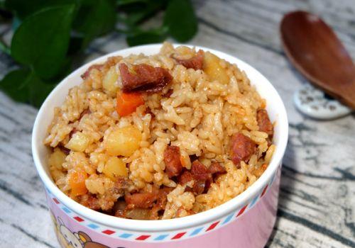 香肠土豆焖饭 2 的做法