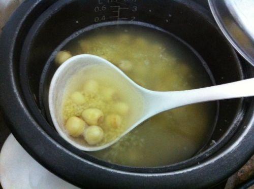 冬日养胃:小米莲子粥的做法图解3
