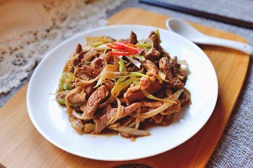 土豆丝烧牛肉过程_生炒羊肉的家常做法 - 家常美食网