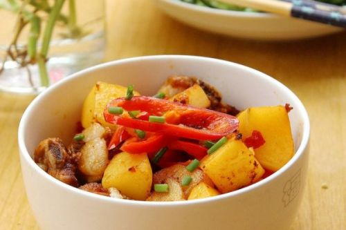 土豆焖排骨 2 的做法
