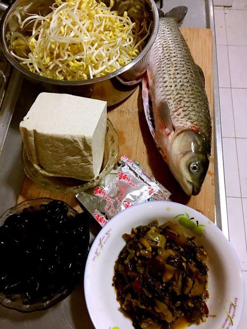 家常酸菜鱼的做法图解1