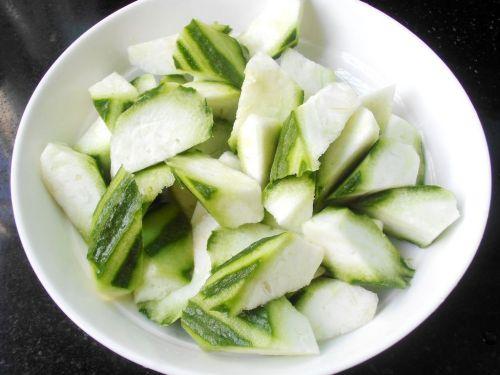 丝瓜炒油条的做法图解2