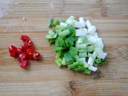 丝瓜炒油条的做法图解3