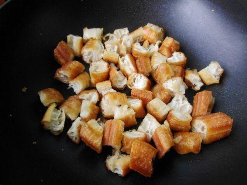 丝瓜炒油条的做法图解5