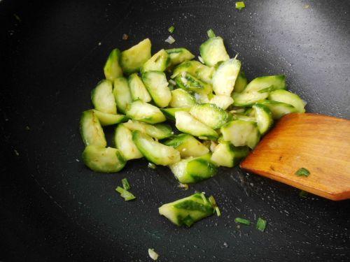丝瓜炒油条的做法图解7