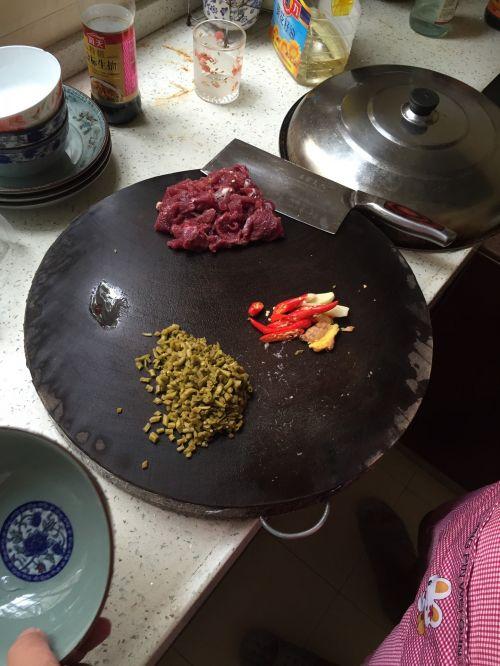 牛肉炒酸豆角的做法图解1