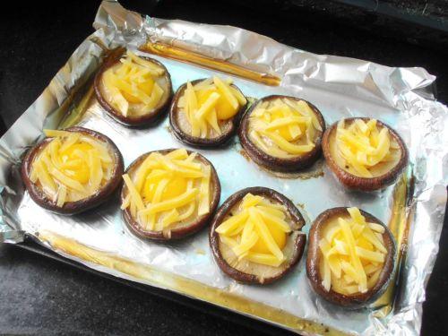 奶酪鹌鹑蛋烤香菇的做法图解5