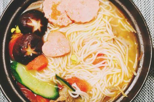 三鲜砂锅米线的做法