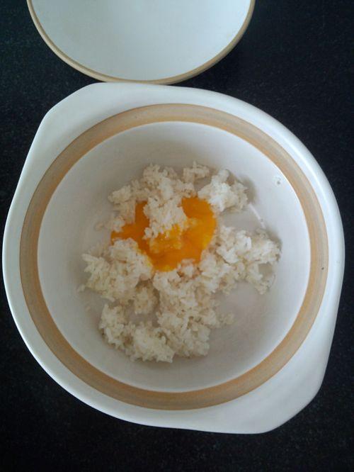 微波炉黄金蛋炒饭的做法图解2