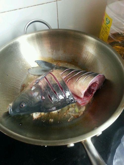 酱炖鲤鱼的做法图解5
